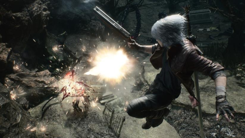 Dante in azione nel quinto capitolo di Devil May Cry