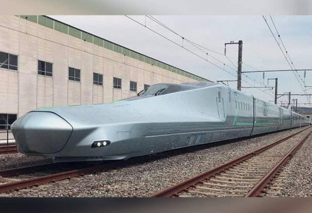 Il Treno Alfa-X fermo su una rotaia