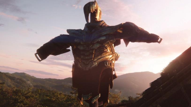 Lo spaventapasseri con l'armatura di Thanos