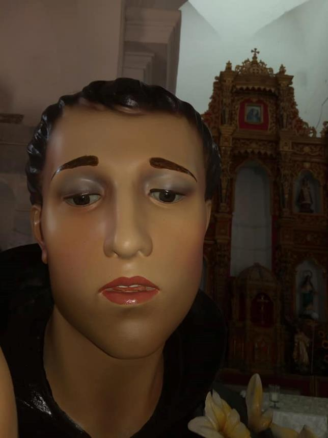Sant'Antonio da Padova con gloss e eyeliner