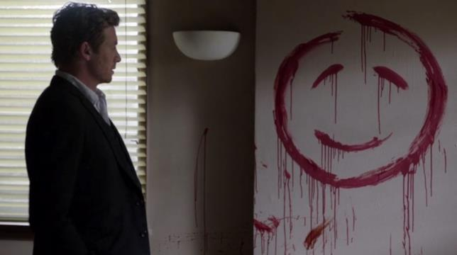 Patrick Jane osserva il sorriso scritto col sangue di John il Rosso