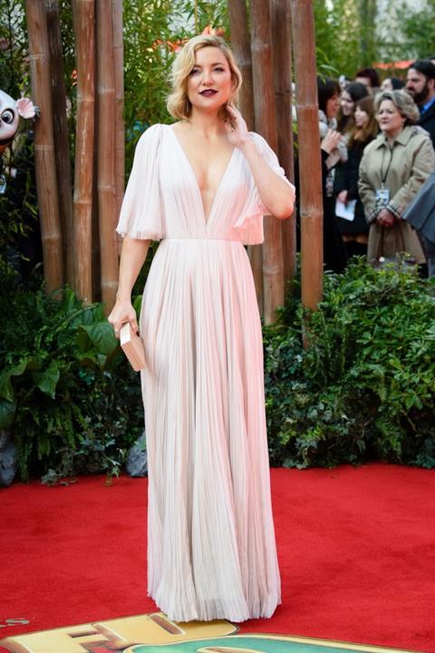 Kate Hudson sceglie un abito bianco di J. Mendel per il tappeto rosso