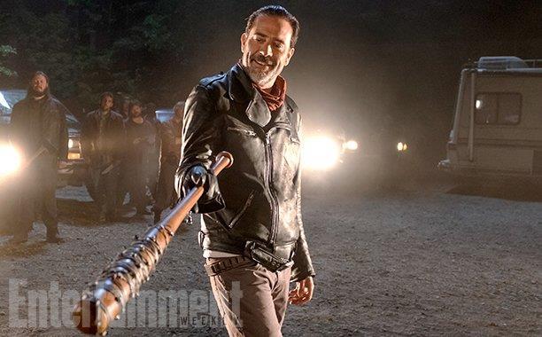 La prima immagine di The Walking Dead 7 immortala Negan