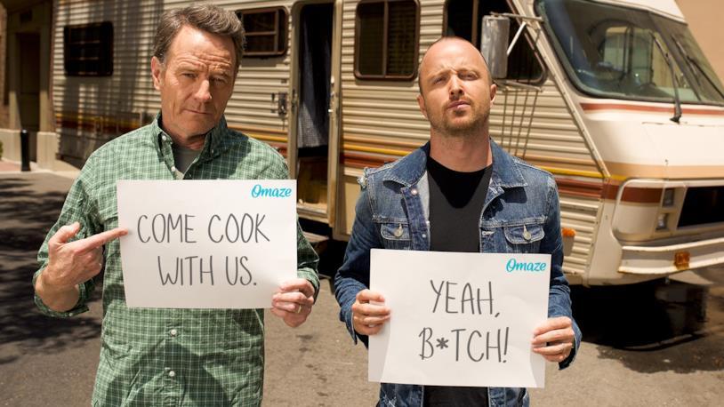 Breaking Bad, Jesse e Walt fuori dal camper per la raccolta fondi di Omaze
