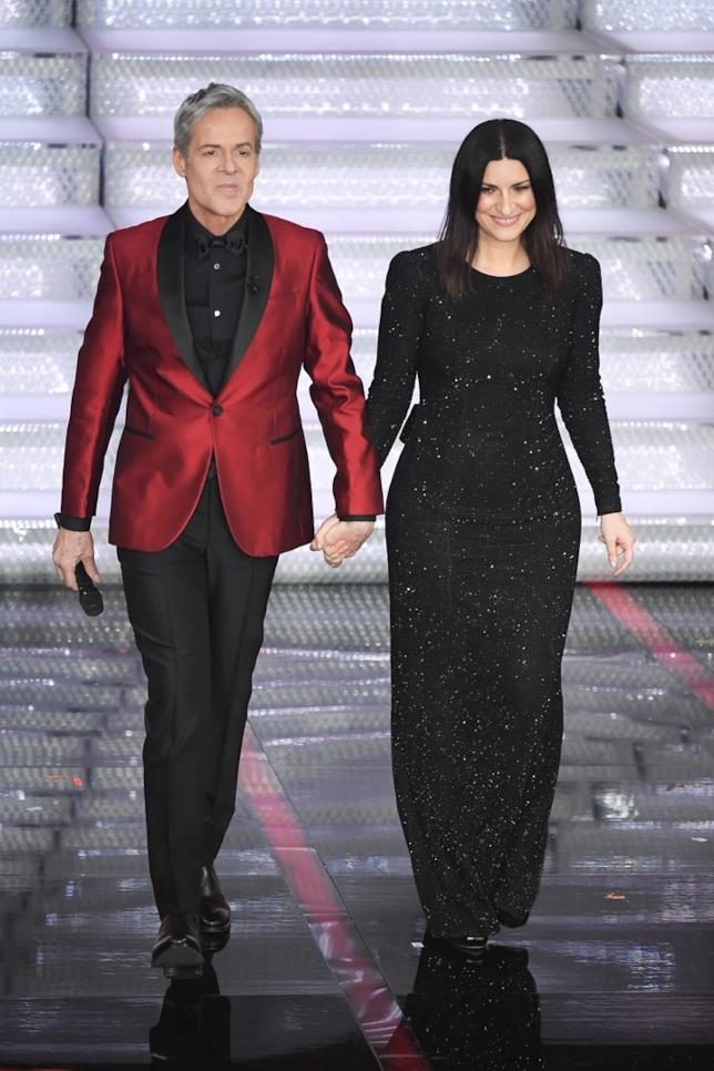 Laura Pausini tiene per mano Baglioni a Sanremo 2018