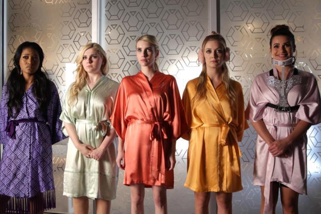 Le protagoniste di Scream Queens in vestaglia