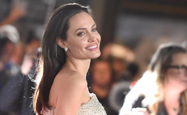 Uno splendido primo piano di Angelina Jolie