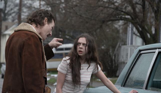 Matthew McConaughey e Bel pwley in una scena del film