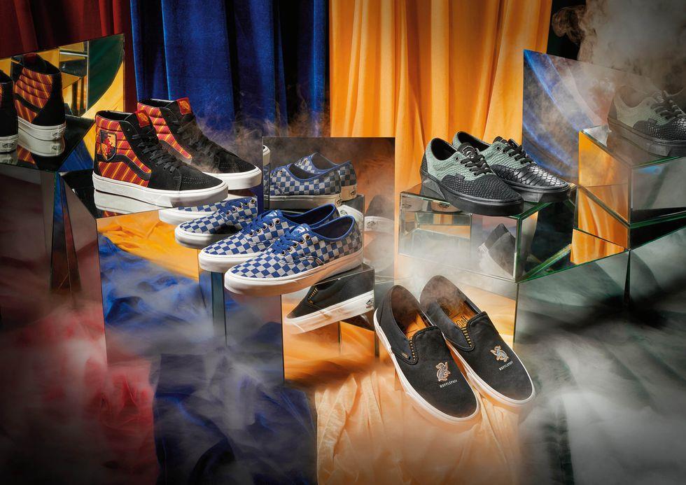 Alcuni modelli di scarpe Vans ispirate alle quattro case di Hogwarts
