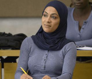 Jasmine al Massari in una scena della serie