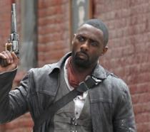 Idris Elba nei panni di Roland in La Torre Nera