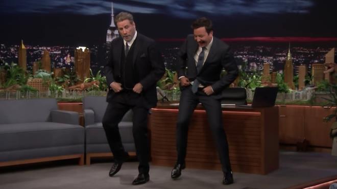 John Travolta e Jimmy Fallon ballano in diretta TV