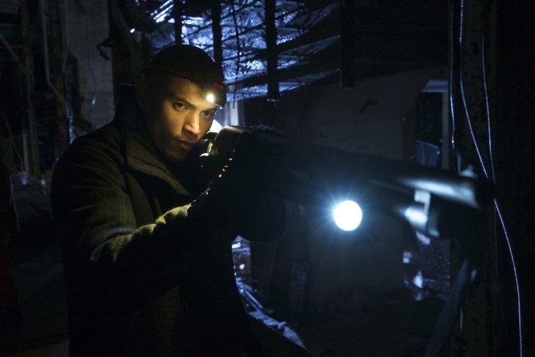 Gus combatte gli strigoi nei tunnel sotto Central Park