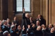 Gary Oldman in una scena del film L'Ora più Buia