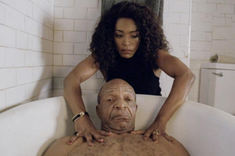Ramona e suo padre in AHS Hotel