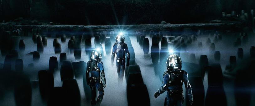 I tre protagonisti di Prometheus esplorano la nave aliena