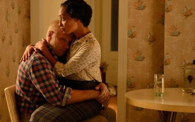 Ruth Negga e Joel Edgerton in una scena di Loving