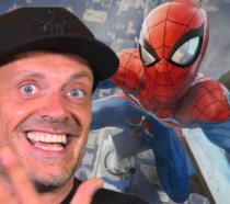 Max Pezzali degli 883 posa con Spider-Man