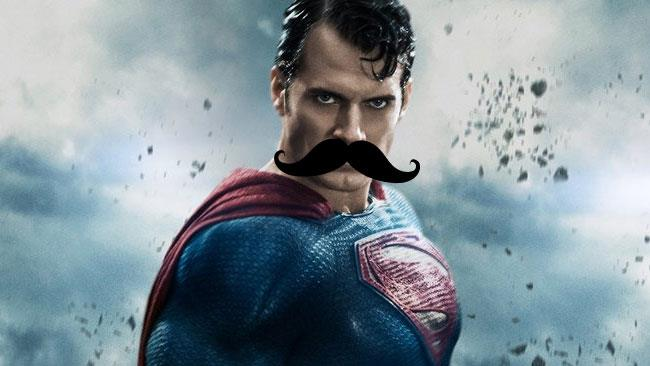 Superman con dei finti baffi photoshoppati