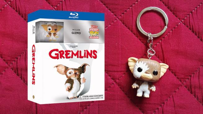 Il box Blu-ray di Gremlins con il portachiavi di Gizmo