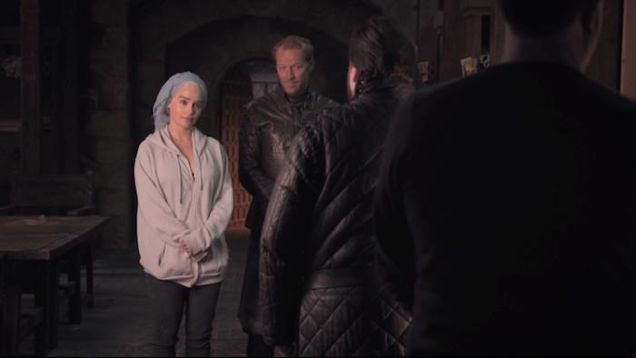 Emilia Clarke, Iain Glen e John Bradley sul set di Game of Thrones 8x01