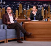 James Sapder durante la divertente intervista al The Tonight Show con Jimmy Fallon