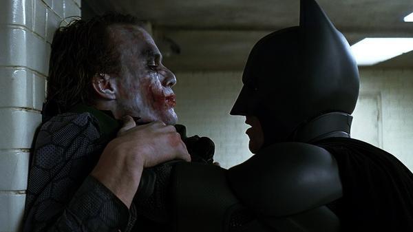 Faccia a faccia tra Batman e Joker ne Il cavaliere oscuro