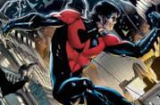 Nightwing corre sui tetti della città