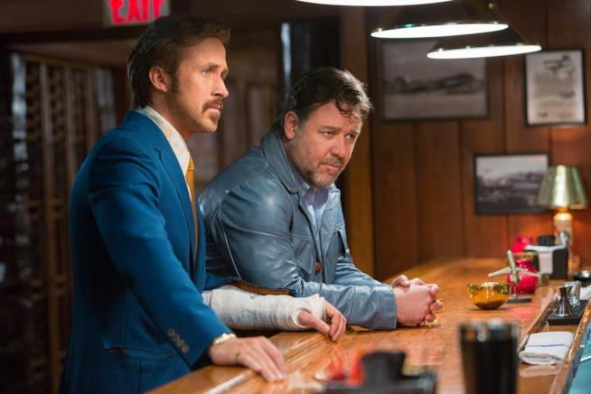 Ryan Gosling e Russell Crowe in una scena di The Nice Guys
