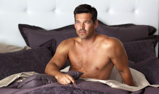 Eddie Cibrain a torso nudo