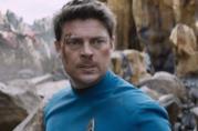 Karl Urban in una scena di Star Trek Beyond