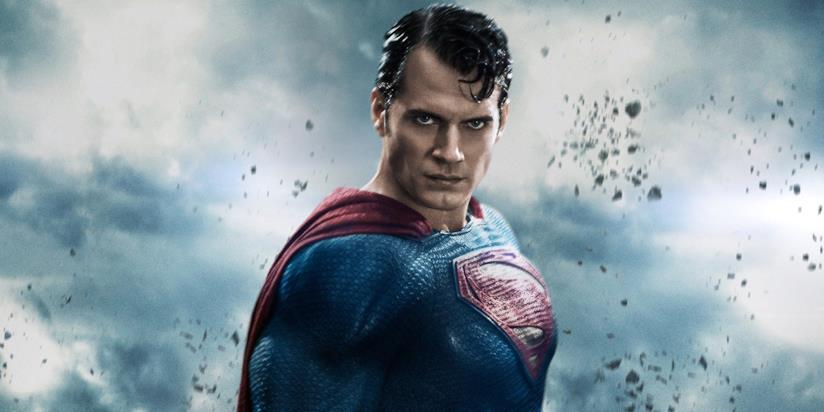 Henry Cavill in un banner promozionale di Batman V Superman: Dawn of Justice