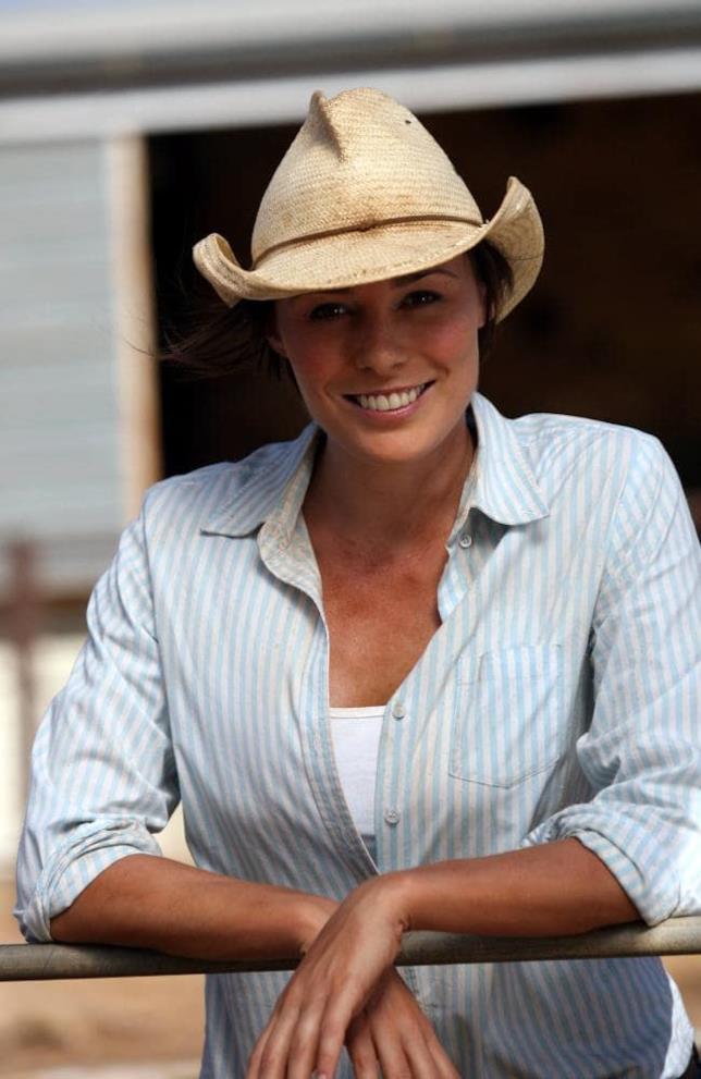 Zoe Naylor nelle vesti di Regan McLeod