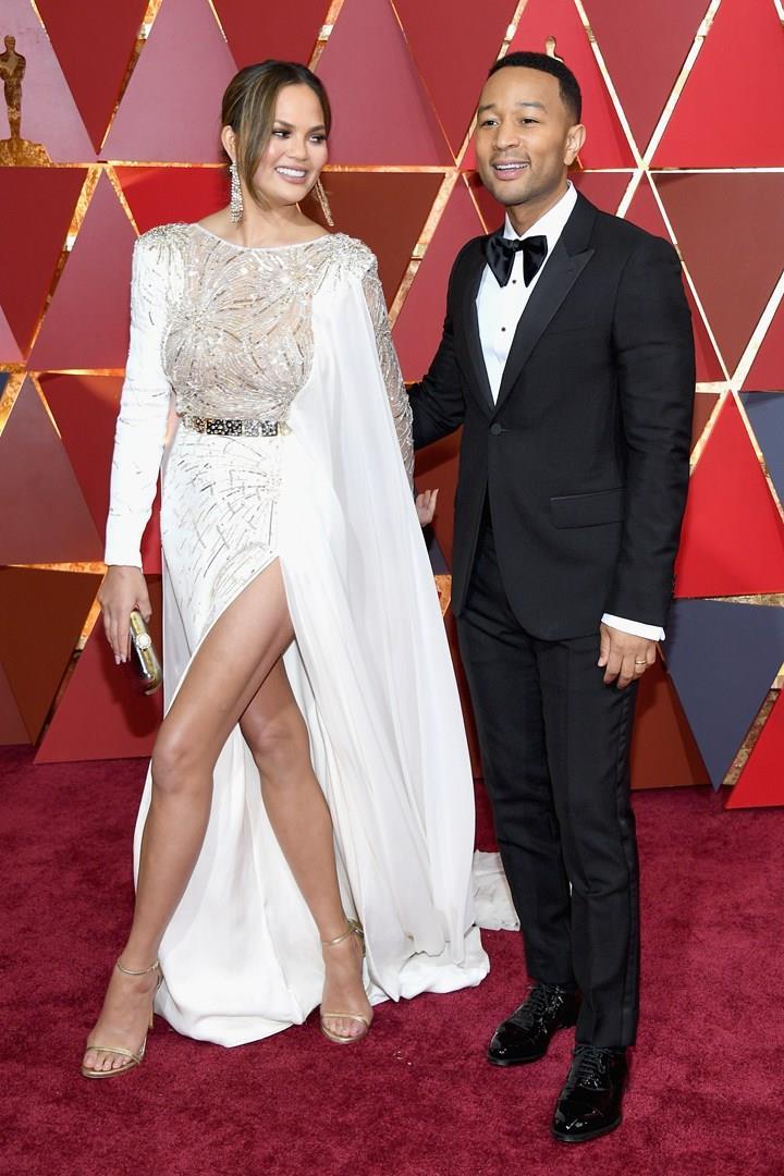 Chrissy Teigen e John Legend sul tappeto rosso degli Oscar 2017