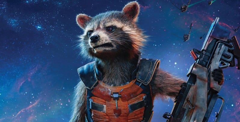 Un primo piano di Rocket Raccoon nel poster di Guardiani della Galassia