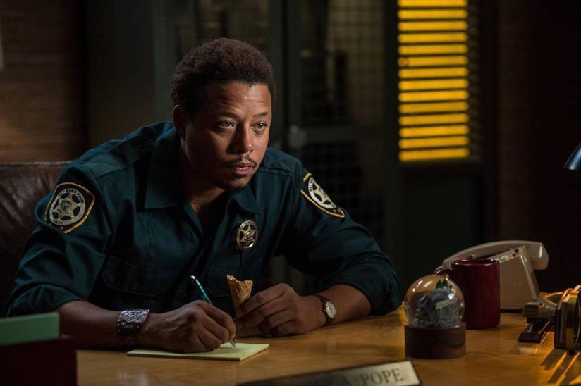 Terrence Howard nei panni dello sceriffo Pope nella stagione 1 di Wayward Pines