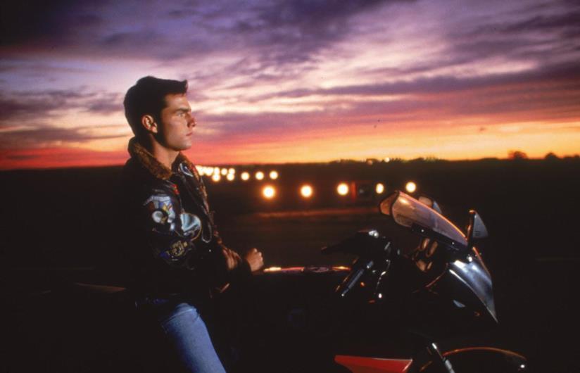 Tom Cruise è Maverick in una foto dal set di Top Gun