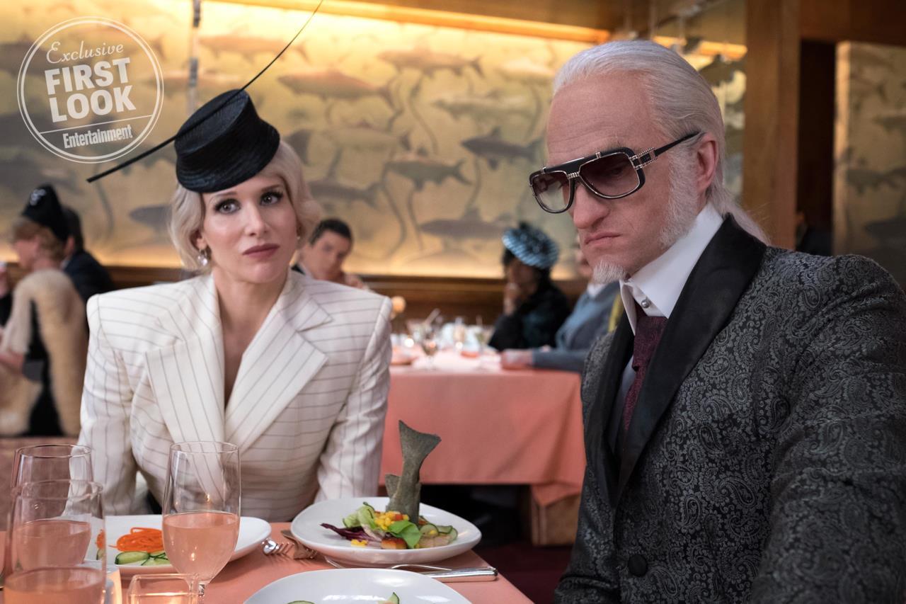 Olaf ed Esmé a tavola con aria perplessa