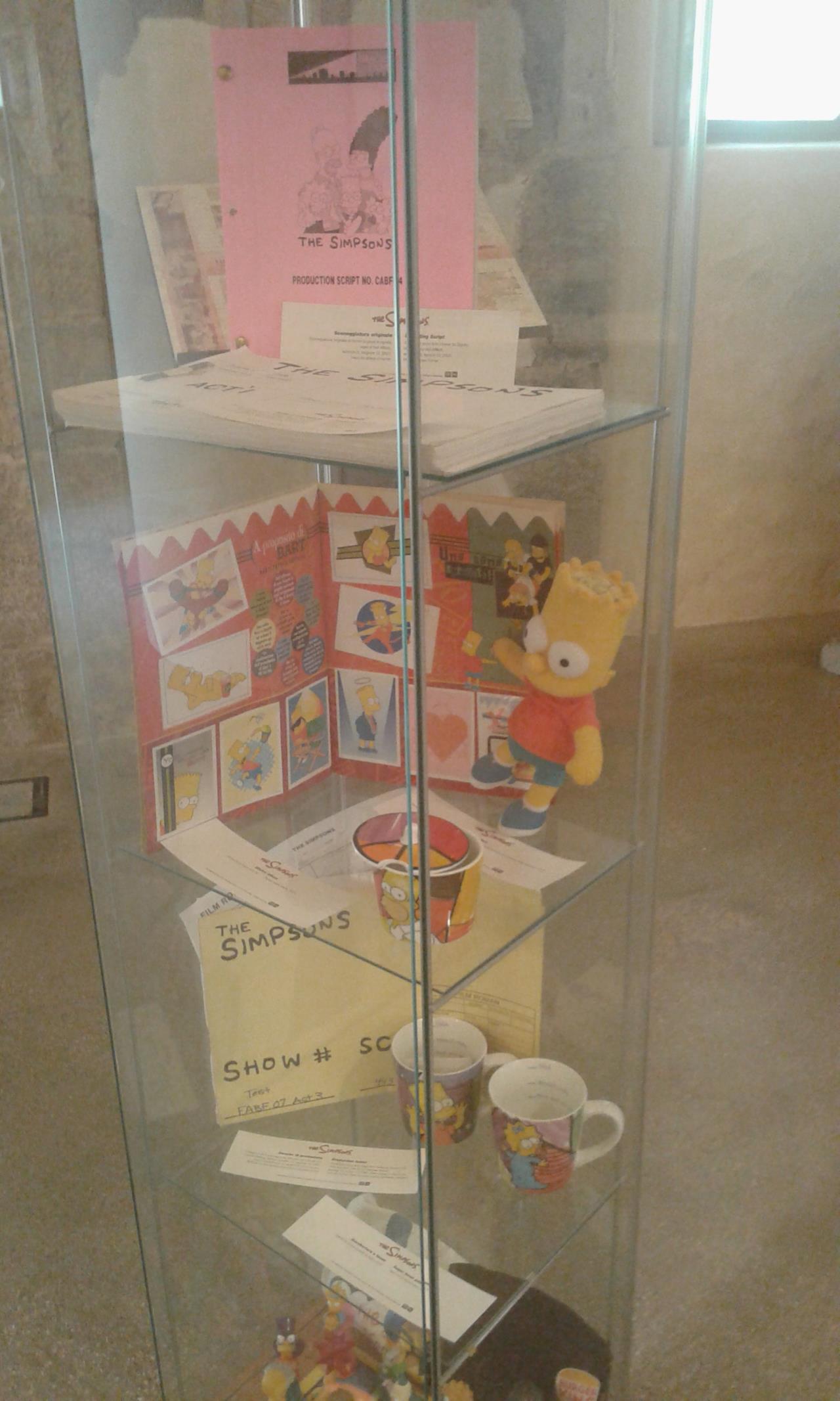 Teca contenente action figures e oggetti da collezione dei Simpson