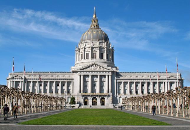 Vista frontale del Municipio di San Francisco
