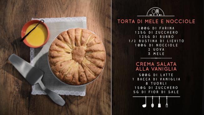 Torta di mele con scodella di crema alla vaniglia