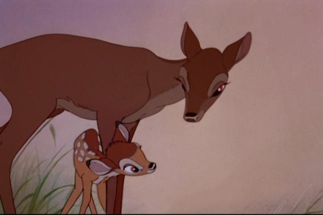 Bambi e sua madre in una scena del film