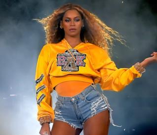 Beyoncé si esibisce in tour