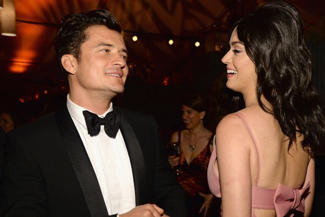 Primo piano di Orlando Bloom e Katy Perry sorridenti