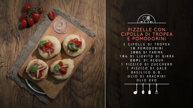 La ricetta delle pizzelle con cipolla di Tropea e pomodorini