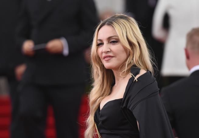 Madonna Il 58esimo Compleanno Si Festeggia Ballando Sui Tavoli