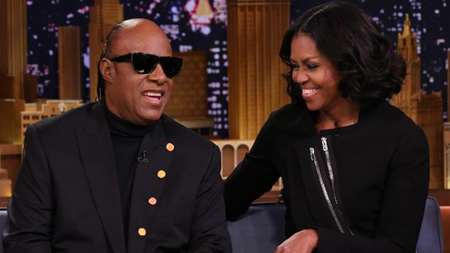 Michelle Obama e Stevie Wonder al The Tonight Show