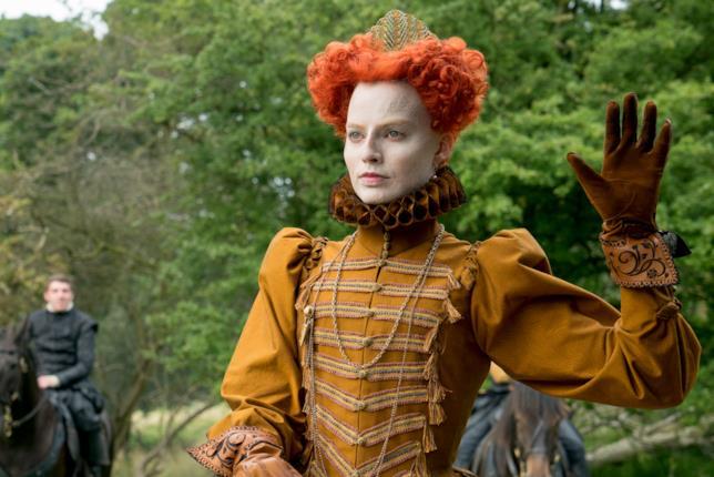 Margot Robbie truccata in una scena di Maria Regina di Scozia