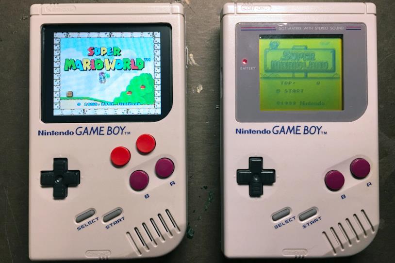 La cover che trasforma lo smartphone in un Game Boy