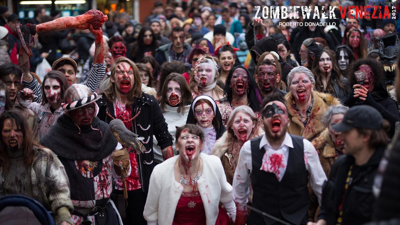 I partecipanti alla Zombie Walk a Venezia.